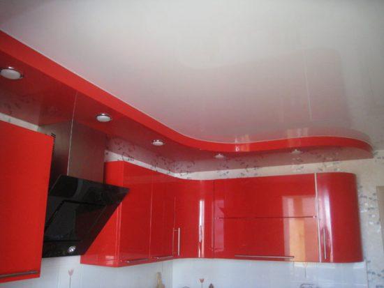 Комбинация натяжного потолка и гипсокартонной конструкции