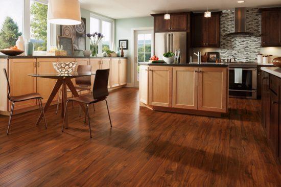 Цвет и фактура ламината должны гармонировать со стилем кухонной мебели
