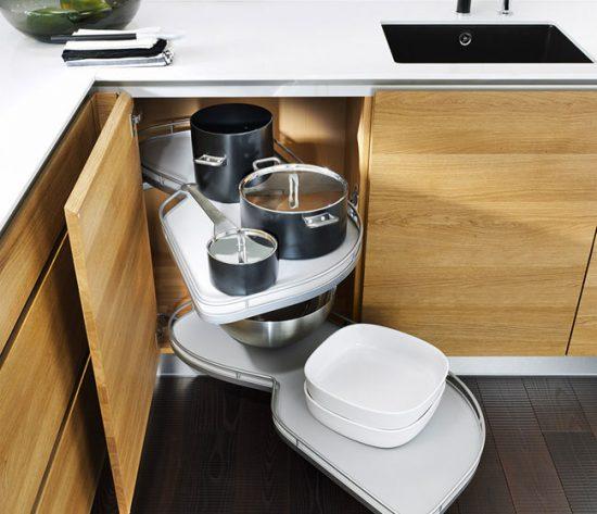 Максимально задействуйте пространство шкафчиков - приобретите современные выдвижные полки