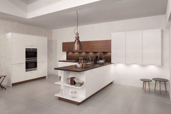 Несколько источников света на кухне - это удобно