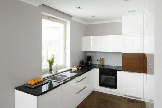 Окрашенные стены и деревянный пол предлагают дизайнеры сочетать на кухне в этом году