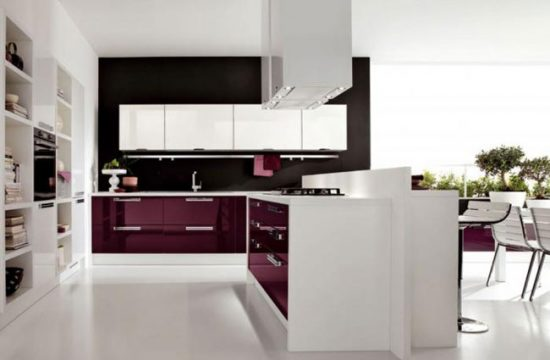 Сливовый цвет гарнитура для большой кухни
