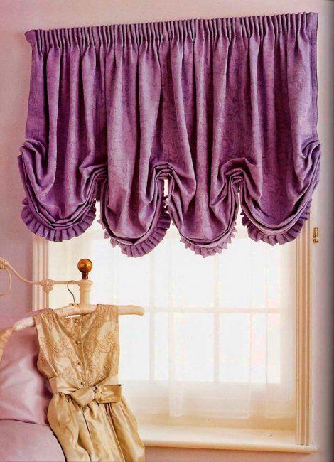 Чтобы шторы не пропускали свет, необходимо выбирать более плотную ткань или делать шторы на подкладке