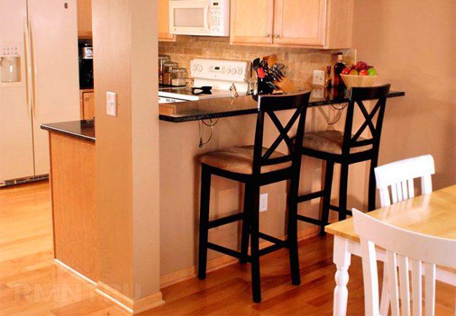 Барная стойка сэкономит место на маленькой кухне