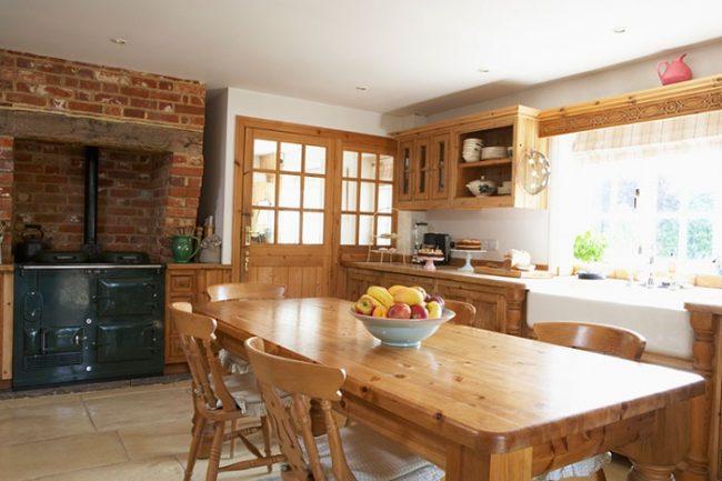 Главное при оформлении кухни в стиле кантри - это простота