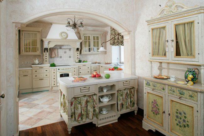 В оформлении кухни в стиле прованс преобладают натуральные материалы и ткани