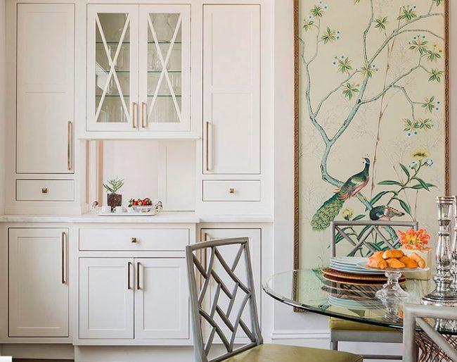Стены кухни можно оклеить обоями или расписать стилизованными рисунками