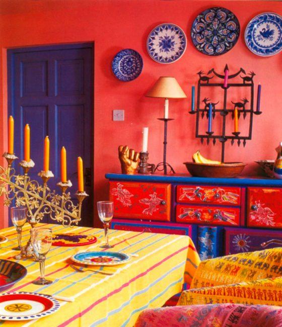 Индийский стиль предполагает наличие множества цветов в оформлении и ярких аксессуаров