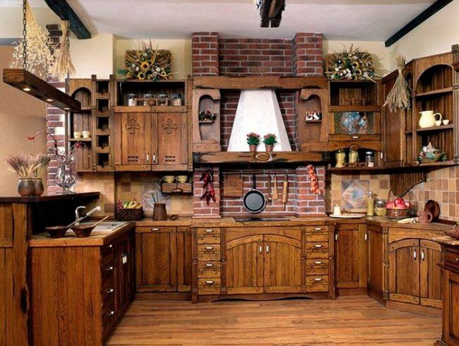Мебель для кухни, стилизованной под старину лучше приобретать из натуральных материалов - например, массива дерева