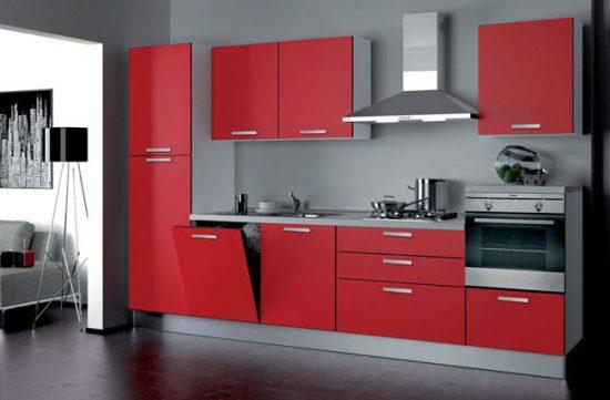 Фасады кухонного гарнитура должны быть  устойчивы к повреждениям и перепадам температур