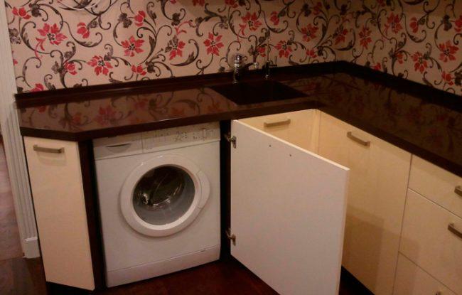Стиральная машинка на кухне