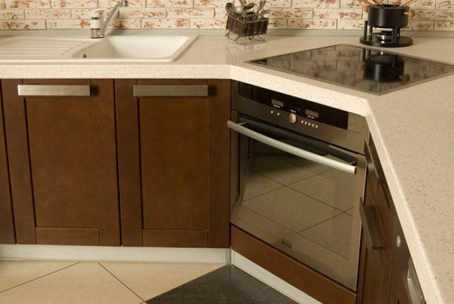 Если приобрести встраиваемый духовой шкаф и варочную панель одного производителя, то кнопки управления у них будут совмещены