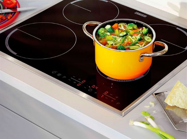 Электрические плиты из стеклокерамики стильно выглядят и не требовательны в уходе
