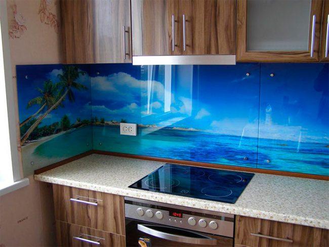 Кухонный фасады из пластика имеют низкую стоимость, но могут быстро потерять свой первоначальный вид
