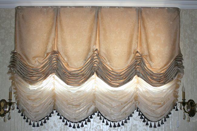 К низу французской шторы можно пришить бахрому