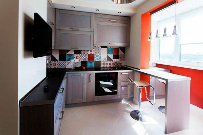 Барная стойка может разграничивать пространство между кухней и другими помещениями