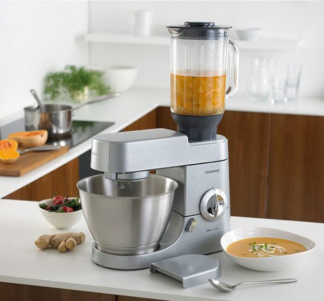 Кухонный комбайн может или измельчать продукты, или отжимать сок - это необходимо учесть при выборе