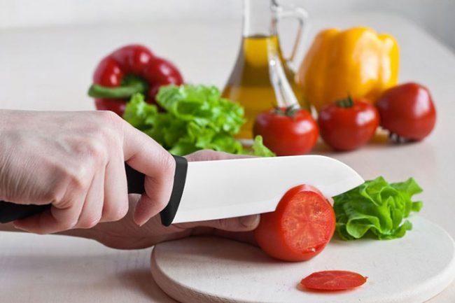 Керамические ножи достаточно хрупкие и могут сломаться от удара