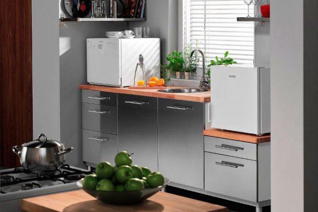 По качеству мойки настольная посудомоечная машина не уступает обычной