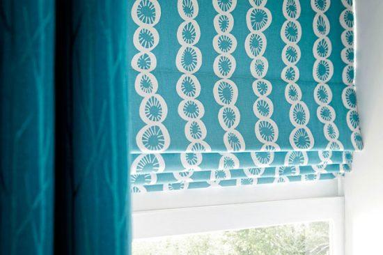 Римские шторы могут быть как плотными, так и совсем легкими