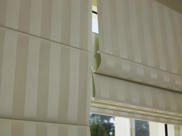 rimskie-shtory-na-plastikovye-okna-foto-6