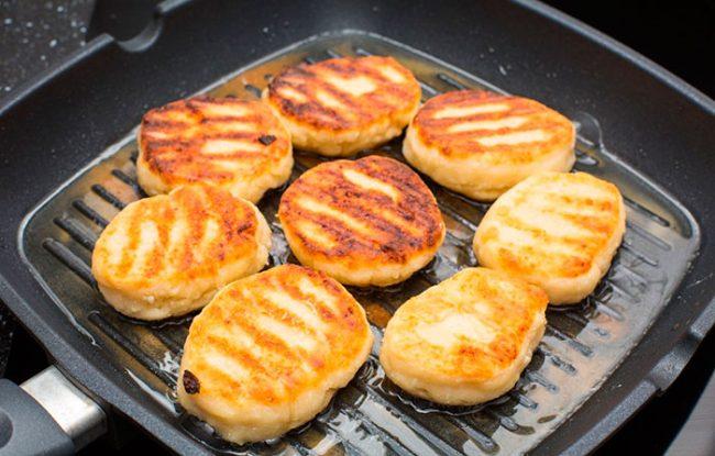 Для индукционной плиты необходимо приобретать сковородку из стали и чугуна, с толстым дном