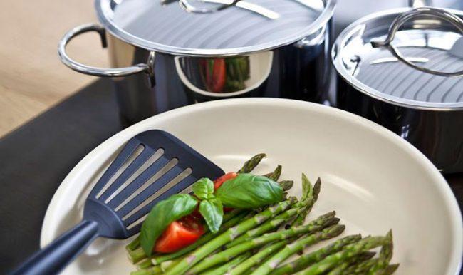 Сковорода с керамическим покрытием даже при сильном нагреве не выделяет вредных веществ