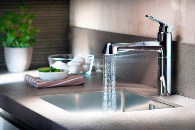 Однорычажные смеситель все чаще используются на современных кухнях