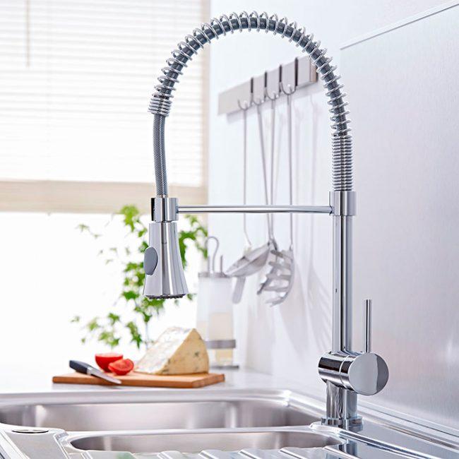 Гибкий излив очень удобен для мытья овощей и фруктов, а так же использования на две раковины