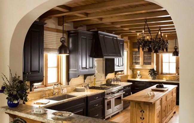 Мебель на кухне в стиле шале должна быть массивной и громоздкой