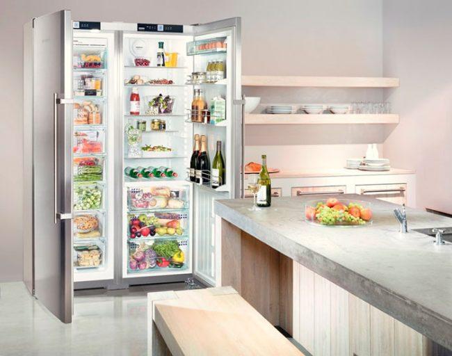Для больших кухонь подойдет четырехкамерный холодильник