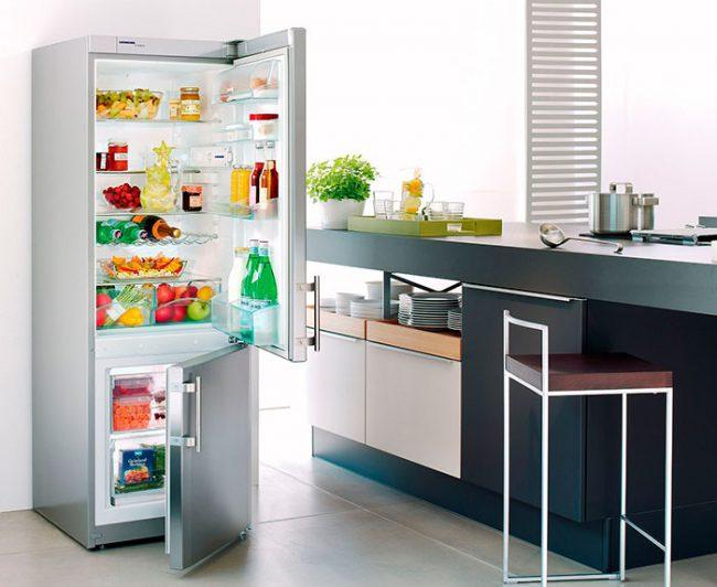 Если семья большая, лучше приобрести холодильник с вместительной морозилкой