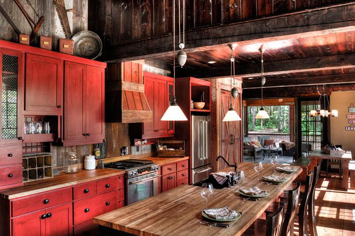 Как обыграть стиль шале на кухне в городской квартире